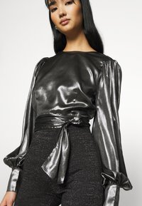 Gina Tricot - ANN OPEN BACK BLOUSE - Bluser - silver - 6