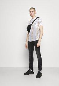 Brave Soul - CALOR - T-shirt imprimé - optic white - 1