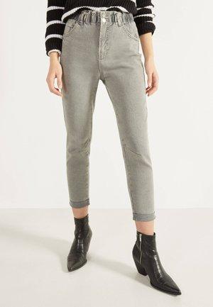 MIT BUNDFALTEN  - Straight leg jeans - dark grey