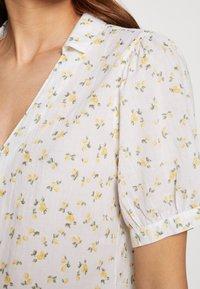 Abercrombie & Fitch - SUMMER - Košile - white lemon - 6