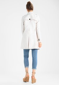 Superdry - Trenchcoat - stone - 2