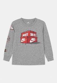 Nike Sportswear - AIR MAX BOXES - Long sleeved top - dark grey heather - 0