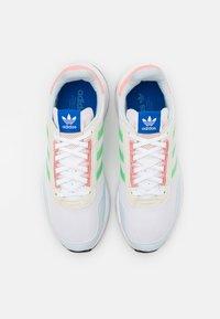 adidas Originals - RETROSET UNISEX - Trainers - footwear white/glow mint/offwhite - 3