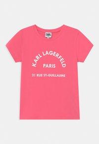 KARL LAGERFELD - SHORT SLEEVES  - Print T-shirt - rasberry - 0