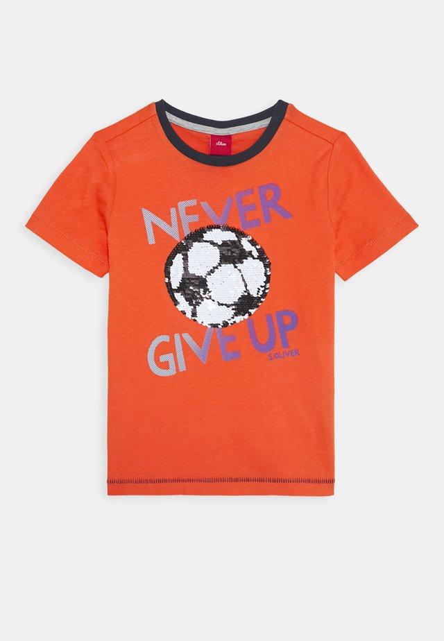 KURZARM - T-shirts med print - orange