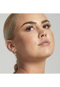 Nyx Professional Makeup - MATTE BODY BRONZER - Bronzer - 5 deep tan - 1