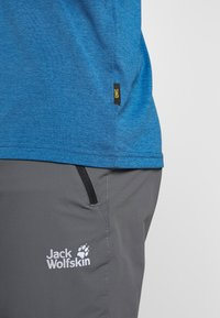 Jack Wolfskin - CROSSTRAIL GRAPHIC - Print T-shirt - indigo blue - 3