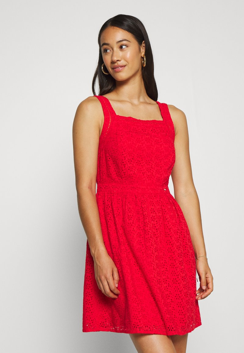 Superdry - BLAIRE BRODERIE DRESS - Denní šaty - apple red