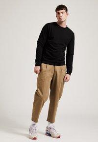Phyne - Sweatshirt - black - 1
