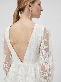 YAS - YASBRIDIE MAXI DRESS - Společenské šaty - star white - 3