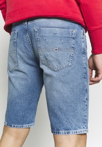 Tommy Jeans - SCANTON HERITAGE - Szorty jeansowe - light blue denim - 3