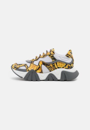 Trainers - black/gold/white