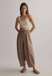 OYSHO - Kalhoty - brown - 1
