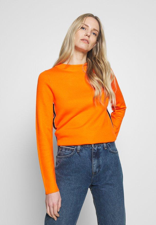 LANGARM - Stickad tröja - marigold
