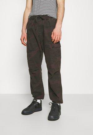 JOGGER COLUMBIA - Pantalones cargo - camo provence rinsed