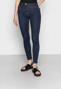 Gina Tricot - HIGHWAIST - Jeans Skinny Fit - rinsed denim - 0