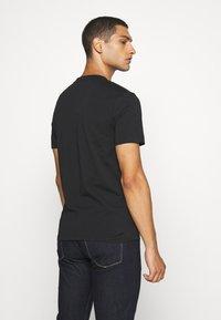 Calvin Klein - SMALL TONE LOGO - T-shirt med print - black - 2