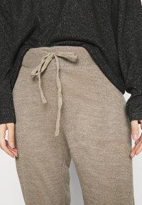 ONLY - ONLAUBREE LOOSE PANTS  - Verryttelyhousut - camel melange - 5