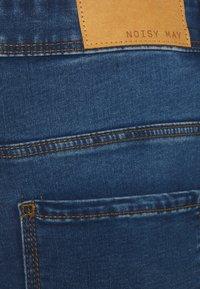 Noisy May Curve - NMAGNES - Jeans Skinny Fit - medium blue denim - 4