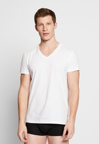 Levi's® - MEN V-NECK 2 PACK - Undershirt - white - 1