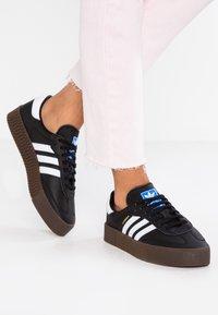 adidas Originals - SAMBAROSE - Baskets basses - core black/footwear white - 0