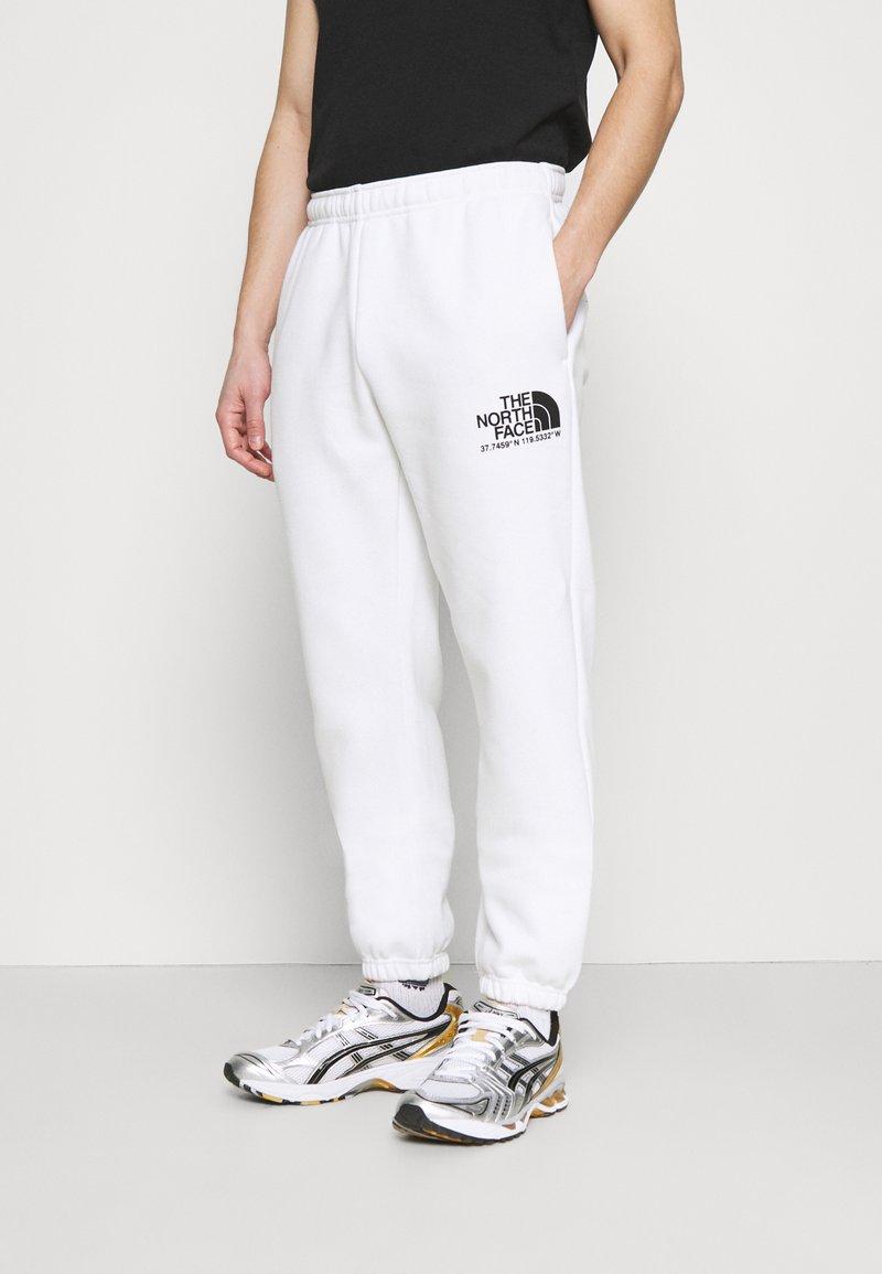 The North Face - COORDINATES PANT - Pantalones deportivos - white
