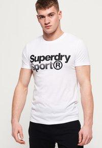 Superdry - MIT GRAFIK - T-shirts print - white - 0