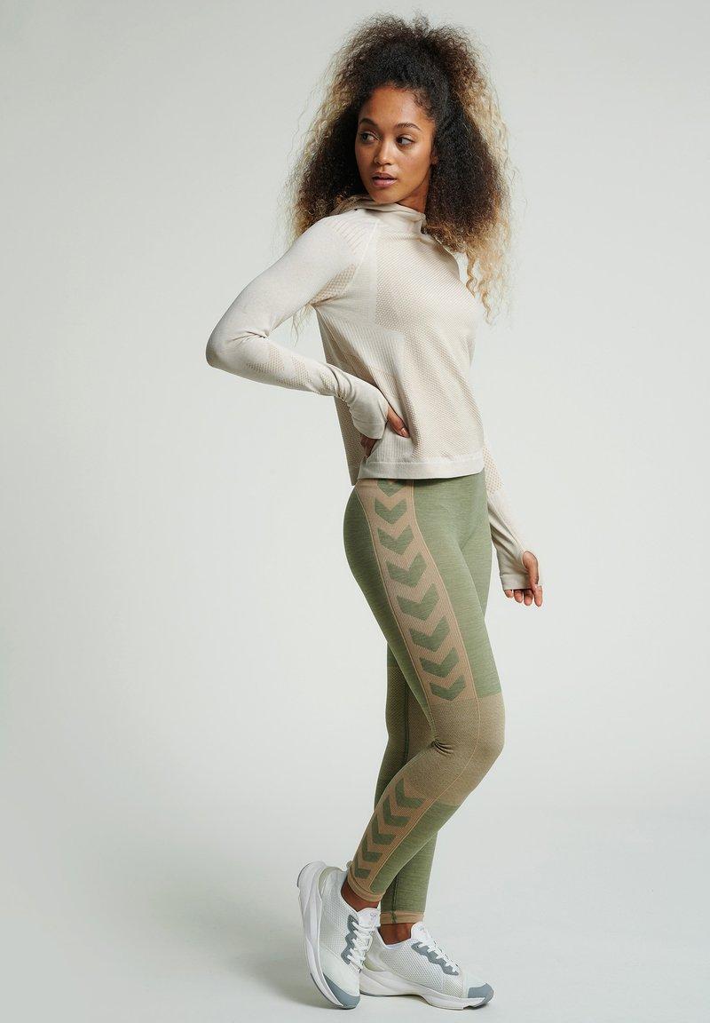 Hummel - SEAMLESS - Leggings - vetiver melange
