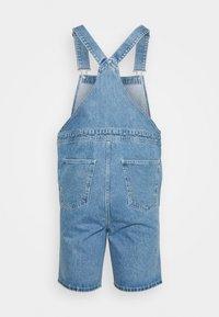 Jack & Jones - JJICHRIS JJDUNGAREE - Jeans Short / cowboy shorts - blue denim - 1