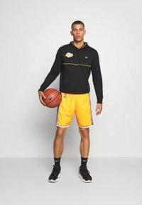 Mitchell & Ness - LA LAKERS NBA AUTHENTIC - Short de sport - light gold - 1