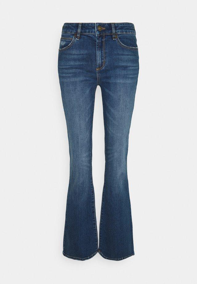 TARA FLARE WASH BATH DISTRESSED - Široké džíny - denim blue