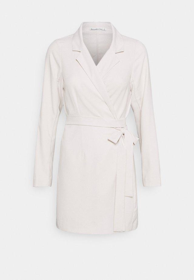 WRAP BLAZER DRESS - Korte jurk - beige