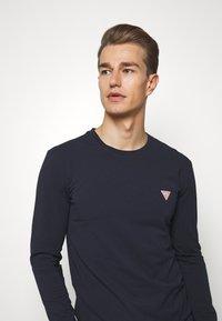 Guess - CORE TEE - Maglietta a manica lunga - blue navy - 3