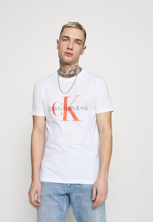 SEASONAL MONOGRAM TEE - Print T-shirt - bright white/neon