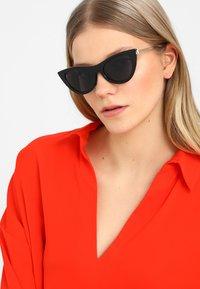 Le Specs - ENCHANTRESS - Okulary przeciwsłoneczne - black - 1