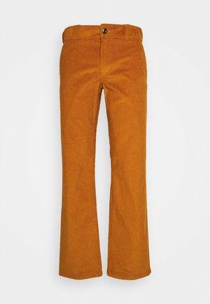 HIGGINSON PANT - Pantaloni - pumpkin spice