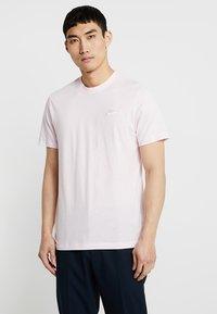 Nike Sportswear - CLUB TEE - T-shirt basic - pink foam/white - 0
