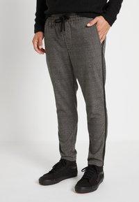 Only & Sons - ONSLINUS PANT CHECKS - Pantalon classique - medium grey melange - 0
