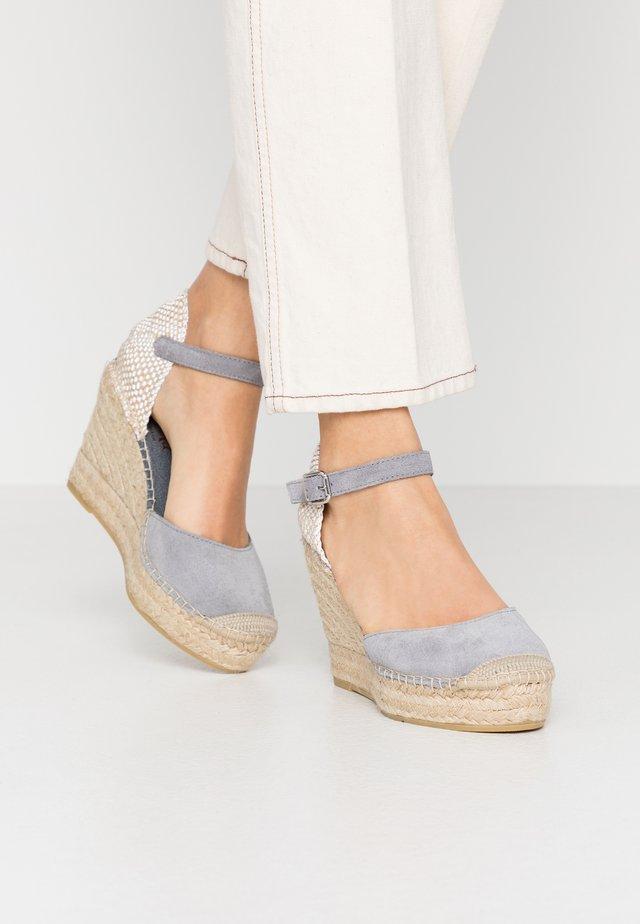 Sandali con tacco - gris