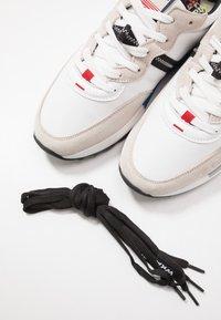 Wrangler - ICONIC - Trainers - white - 5