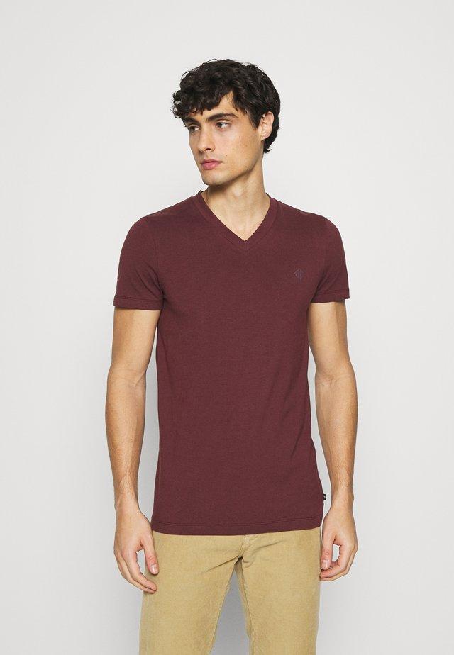 V NECK  - Basic T-shirt - decadent bordeaux