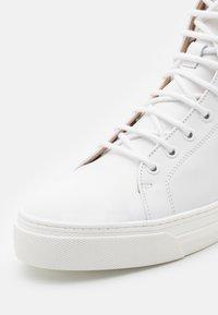Royal RepubliQ - COURT TOP 211 - Sneakersy wysokie - white - 5