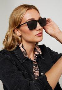 Tommy Hilfiger - Sunglasses - black - 2