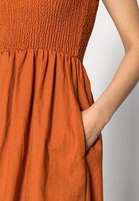 Notes du Nord - VELVET SMOCK DRESS - Maxi dress - burnt caramel - 4