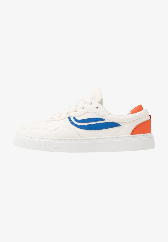SOLEY UNISEX  - Matalavartiset tennarit - white/royal/orange