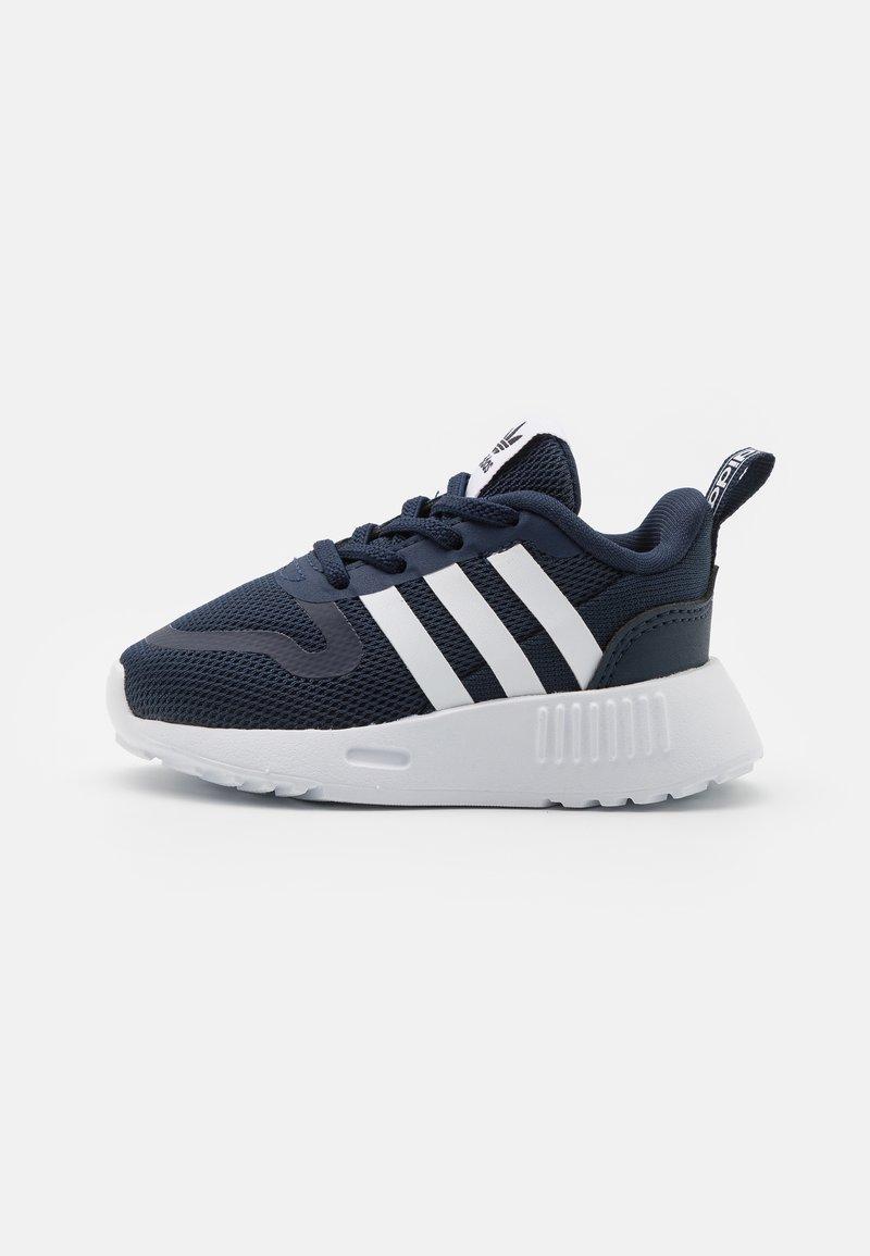 adidas Originals - SMOOTH RUNNER SHOES - Trainers - collegiate navy/footwear white/dash grey