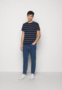 Club Monaco - STRIPE TEE - Print T-shirt - navy multi - 1