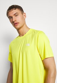 The North Face - MEN'S REAXION AMP CREW - Basic T-shirt - lemon - 3
