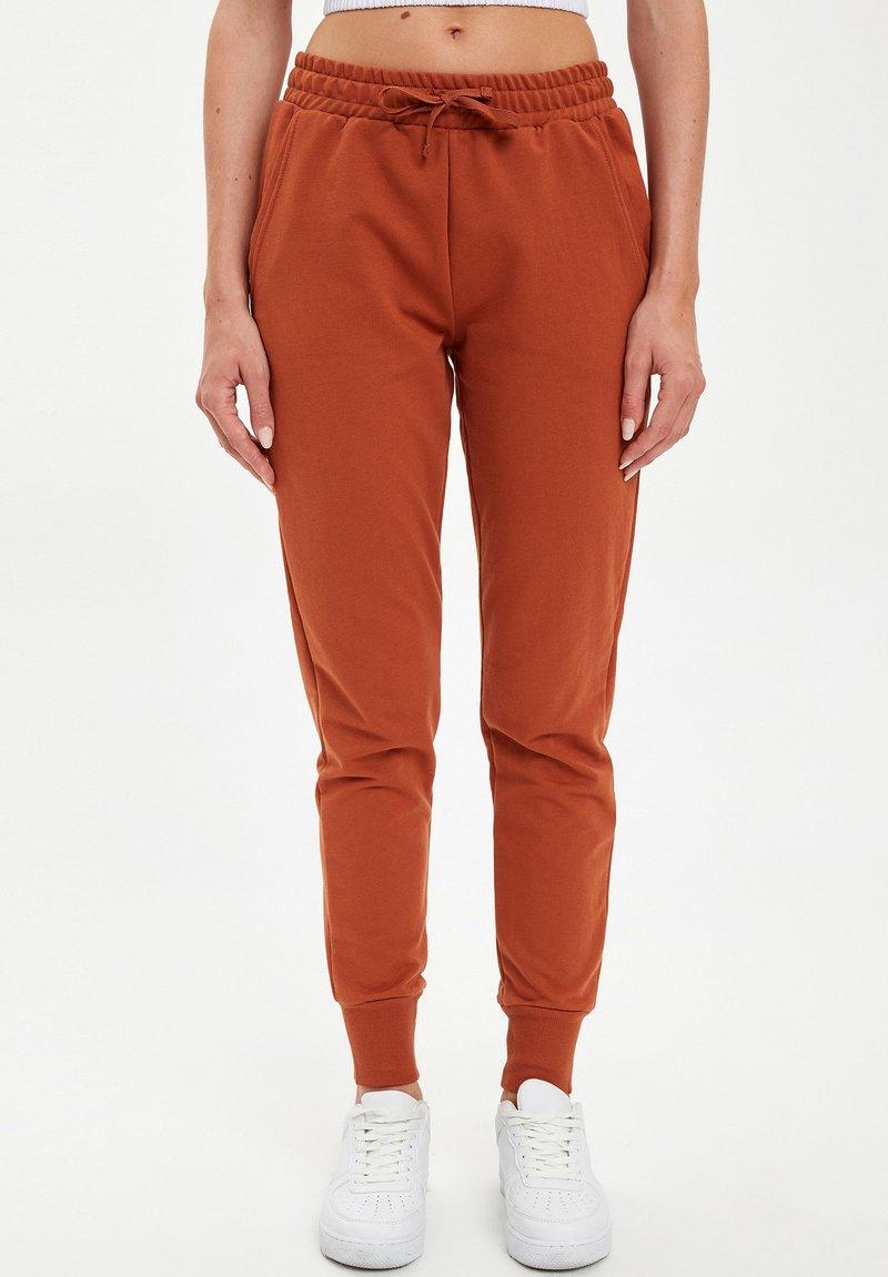 DeFacto - Pantalones deportivos - orange
