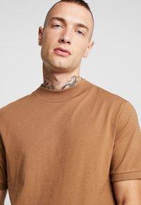 Topman - TOBACCO TURTLE - T-shirt basic - brown - 4